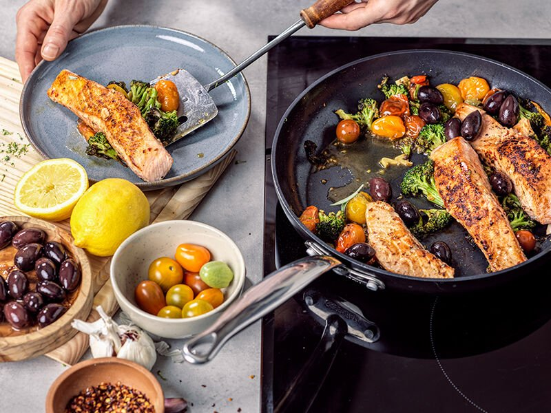 Mediterranean Salmon With Broccoli and Cherry Tomatoes